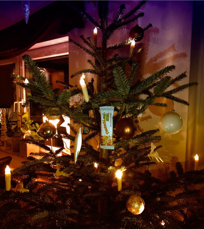 Weihnachtsbaum, Schmücken, DeutschLand-Riegel