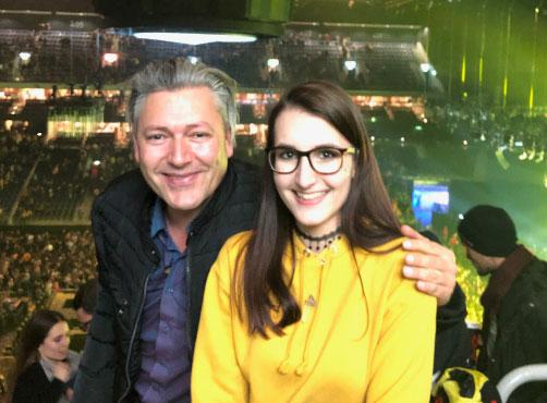 Amy und Andreas, zwei glückliche Altmärker, beim Konzerterlebnis in Berlin, beim Besuch der Twenty One Pilots, verlassen glücklich die Arena